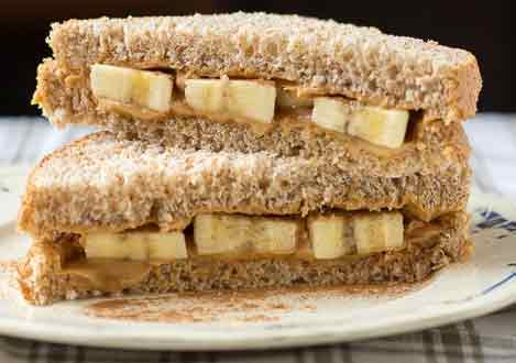 Banana sandwich is great to eat before a workout